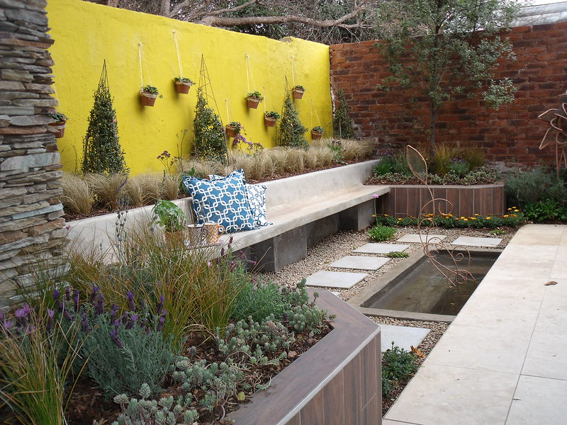 Landscaped feature wall
